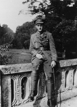 Lieutenant Bill King, at Versailles in France, September 1915; photo courtesy of his daughter, Professor C. A. M. King (from Rose & Rosenbaum 1993)