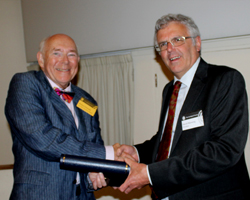Richard Howarth receiving the Sue Tyler Friedman Medal